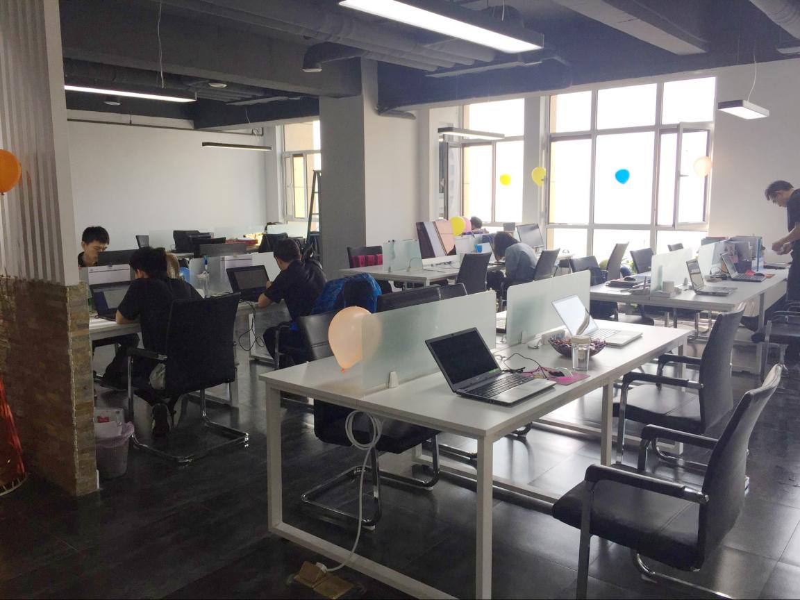 凹凸软件开发公司办公场景5.png